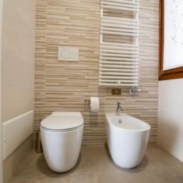 http://www.silvestripavimenti.it/wp-content/uploads/2017/10/ristrutturazione-bagno-bonus-110-pavimenti-rivestimenti-arredobagno-sanitari-doccia-rubinetti-mobile-romano-ezzelino-cassola-silvestri_4806.jpg
