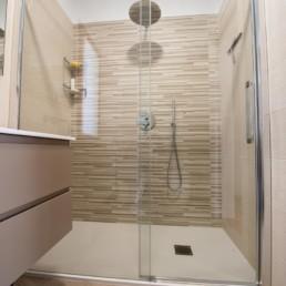 http://www.silvestripavimenti.it/wp-content/uploads/2017/10/ristrutturazione-bagno-bonus-110-pavimenti-rivestimenti-arredobagno-sanitari-doccia-rubinetti-mobile-romano-ezzelino-cassola-silvestri_4809.jpg