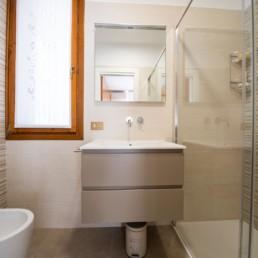 http://www.silvestripavimenti.it/wp-content/uploads/2017/10/ristrutturazione-bagno-bonus-110-pavimenti-rivestimenti-arredobagno-sanitari-doccia-rubinetti-mobile-romano-ezzelino-cassola-silvestri_4811.jpg
