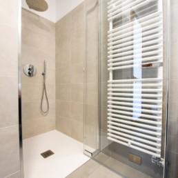 http://www.silvestripavimenti.it/wp-content/uploads/2017/10/ristrutturazione-bagno-bonus-110-pavimenti-rivestimenti-arredobagno-sanitari-doccia-rubinetti-mobile-romano-ezzelino-cassola-silvestri_4818.jpg