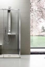 Otto Premium di Arblu. Box doccia in vetro temperato con piatto con porte scorrevoli