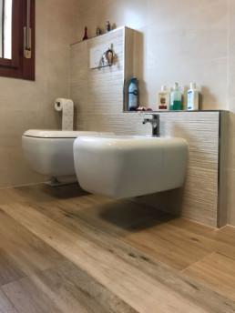 Ristrutturazione bagno a romano d 39 ezzelino silvestri pavimenti cassola - Pavimento legno bagno ...
