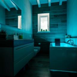 pavimenti-rivestimenti-arredo-bagno-semonzo-treviso-silvestri-bagno-giorno-cromoterapia-azzurro