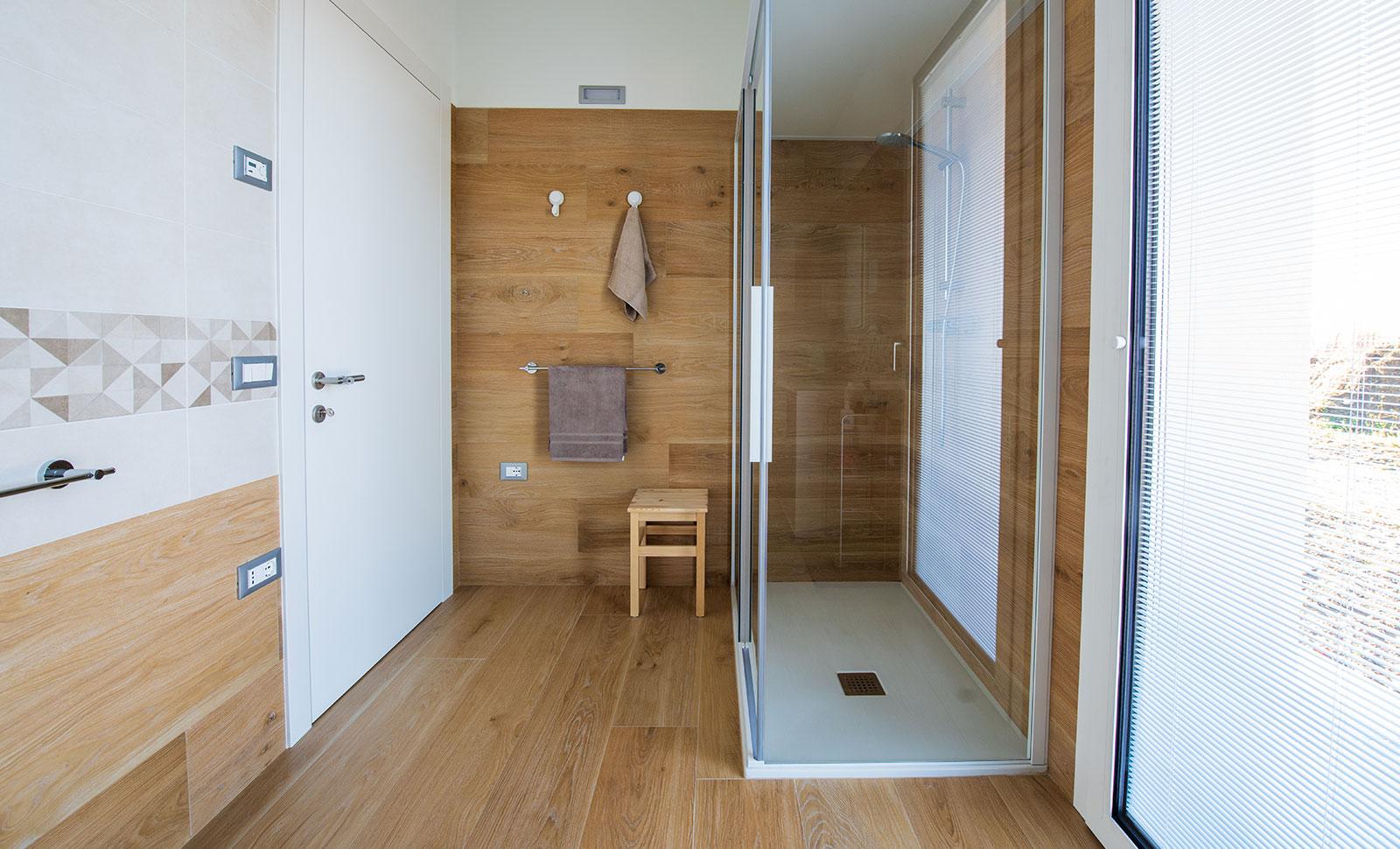 Rivestimento Casa In Legno pavimenti-rivestimenti-gres-legno-miele-arredo-bagno-box