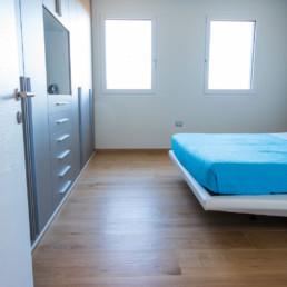 rivestimenti-camera-letto-gres-legno-arredo-casa-cassola-silvestri