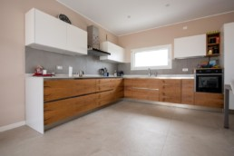 rivestimento-cucina-color-now-tortora-pavimento-mystone-ardesia-bianco-marazzi