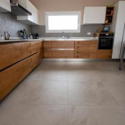 rivestimento-cucina-color-now-tortora-pavimento-mystone-ardesia-bianco-marazzi-silvestri-san-zenone-2